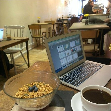 Pink Lane Coffee: Granola and Americano for Breakfast