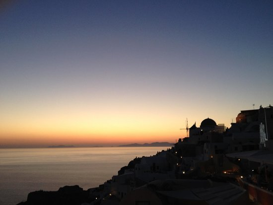 Helianthus Suites: Oia sunset view