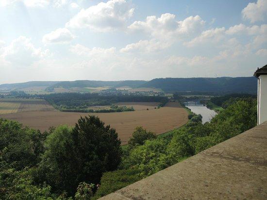 Museum Schloss Fuerstenberg: Blick vom Schloss auf das Weserbergland