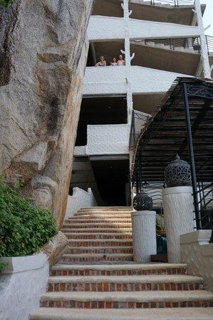Jamahkiri Resort & Spa : Ascent from the Beach
