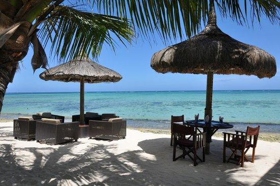 Beachcomber Dinarobin Hotel Golf & Spa: restaurant de plage de l'hôtel