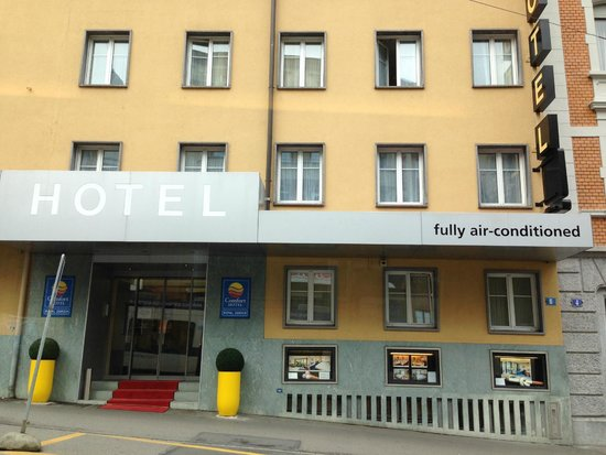 Comfort Hotel Royal Zurich: Hoteleingang