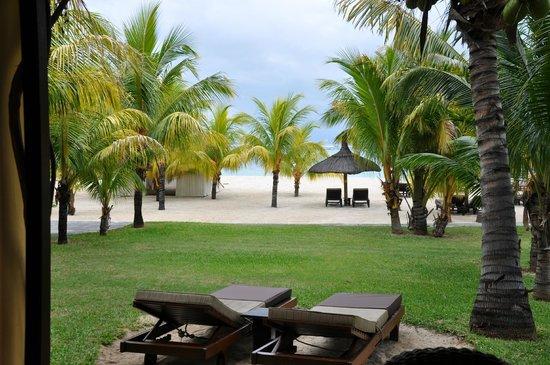 Beachcomber Dinarobin Hotel Golf & Spa: Bébé dort dans la chambre et moi je peux profiter de la plage