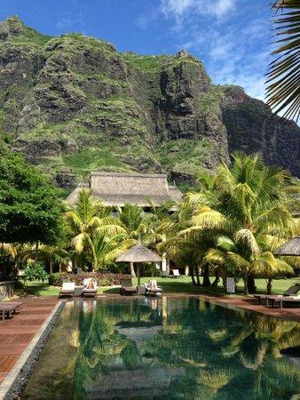 "Dinarobin Beachcomber Golf Resort & Spa: La piscine de l'un des ""croissants"" (ensemble d'une 10ne de chambre)"