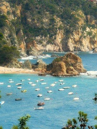 Playa Grande: Platja Gran as seen from the castle