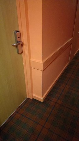 Erskine Bridge Hotel : hall way