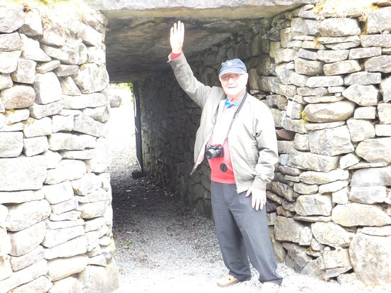 Ballinacarrow, Ireland: Arthur by the tunnel