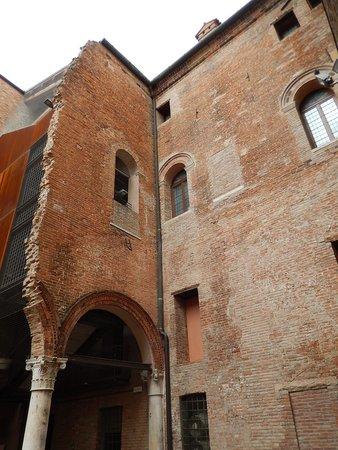 Palazzo Roverella: pal. roverella - cortile