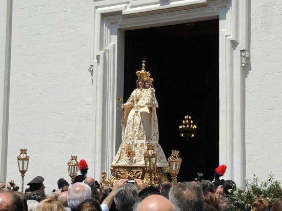 Santuario Mater Domini: Madonna Mater Domini all'uscita nel giorno della sua festa e di tutti i laertini