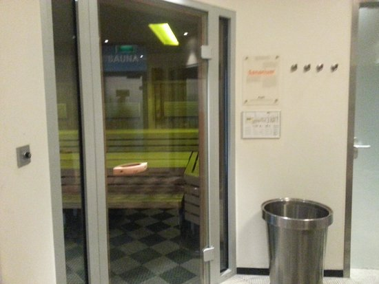 Steigenberger Airport Hotel Amsterdam : The cooler of the two saunas in the wellness spa.