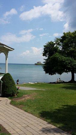 Post House Inn: King St. park - Niagara meets Ontario