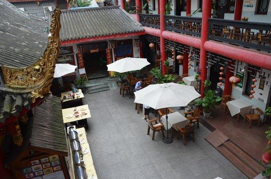 Wenjun Mansion Hotel : De binnenplaats / ontbijtzaal / restaurant