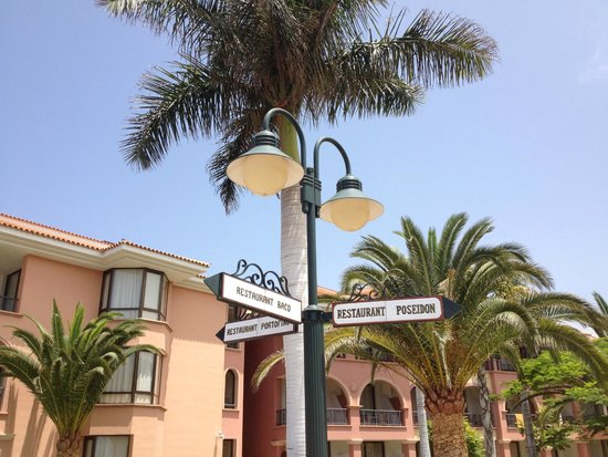 Iberostar Grand Hotel Salome: Signs if you get lost ;-)