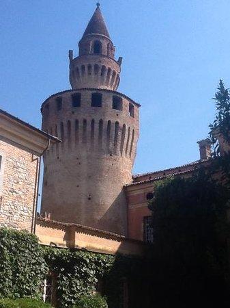 Castello di Rivalta: torre castello rivalta di gazzola
