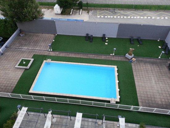 Park & Suites Grenoble Alpexpo : Piscina