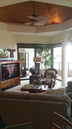 Mauna Lani Point: Condo living room