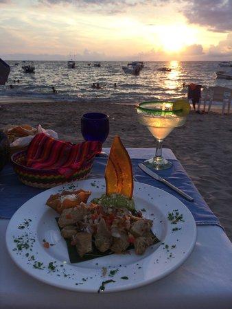 Si Senor Beach: Glowing Margarita at sunset