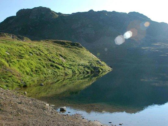 Bernina Pass: Lago Nair frühmorgens