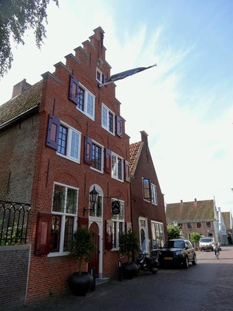 B&B Het Pakhuys: The hotel view from the street