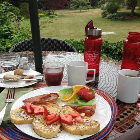 Woods Hole Passage Bed & Breakfast Inn: Breakfast!