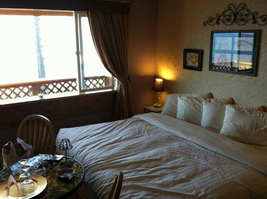 Homer Inn & Spa : bed