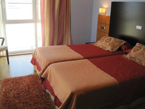 Hotel Playa de Laxe: Detalle del interior de la habitación.-