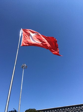 Taksim Park : Turkish flag flying over Taksim