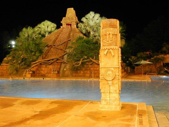 Disney's Coronado Springs Resort: Pool at Night