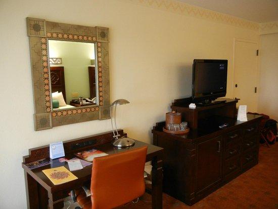 Disney's Coronado Springs Resort: TV and Desk Area