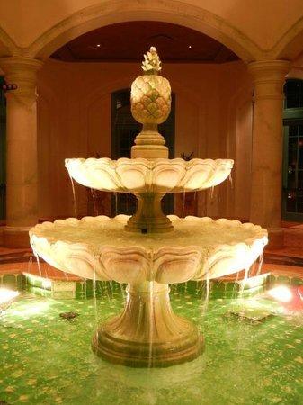Disney's Coronado Springs Resort : Fountain at night