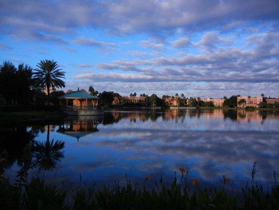 Disney's Coronado Springs Resort : Lake Reflections