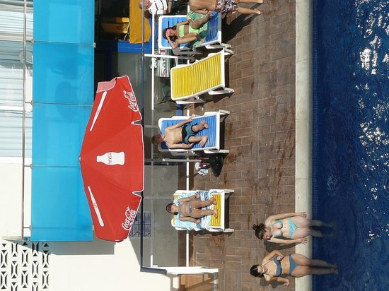 Apartamentos Palamos : The pool was always in pristine condition