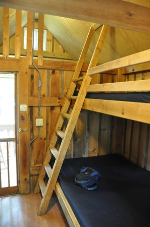 Hot Springs Resort and Spa: Ladder to top bunks