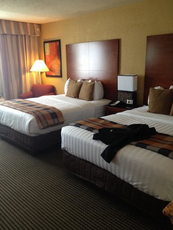 BEST WESTERN PLUS Milwaukee Airport Hotel & Conference Ctr.: Good bed, a little bouncy but ok