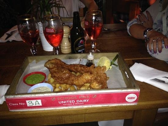 The Bulls Head: huge piece of fish comes in a tray!