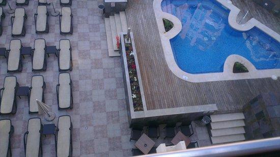 Mediterranean Bay Hotel : zwembad