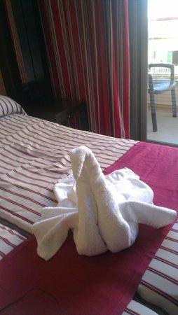 Mediterranean Bay Hotel : mooie zwaan van handdoeken bij aankomst