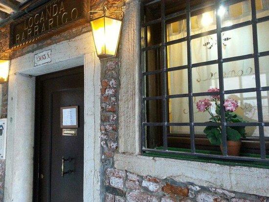 Locanda Barbarigo: The door.
