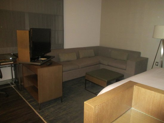 Element Miami International Airport: Living room