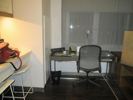 Element Miami International Airport: Office