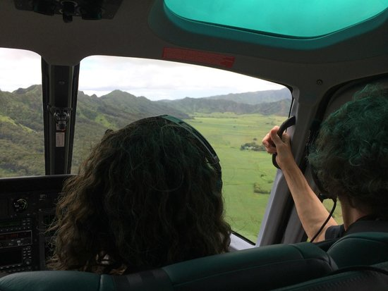 Island Helicopters Kauai: High front dash makes middle, front worst seat