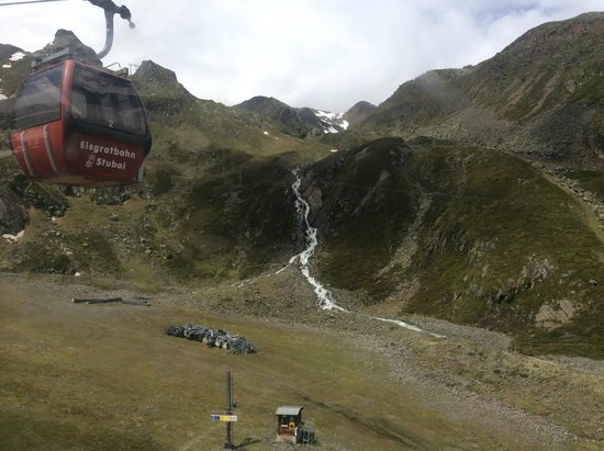 Stubaier Gletscher : The trolley with a waterfall in the back ground