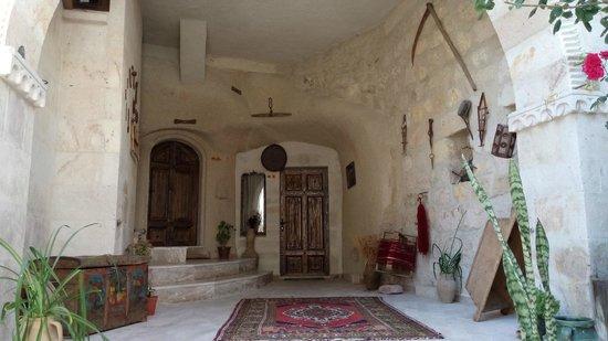 Hidden Cave Hotel: décoration des corridors