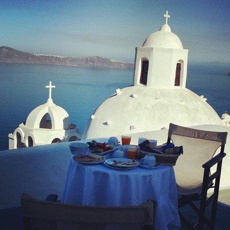 Aigialos Hotel: Breakfast In our balcony