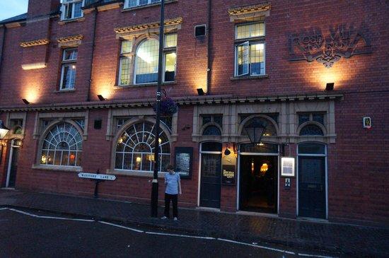 Rose Villa Pub
