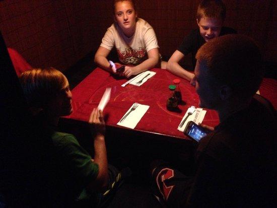 Sushi Yoshi Lake George : Tatame room with kids