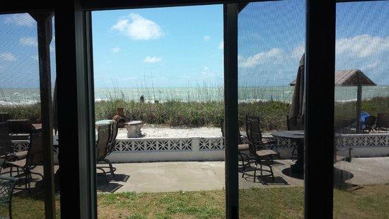 Suntan Terrace : Beachfront living room view