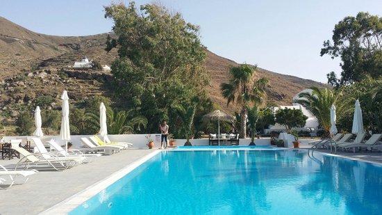 Pelagos Hotel-Oia: Hotel pool