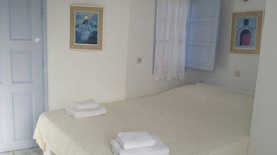 Pelagos Hotel-Oia: Our cute room