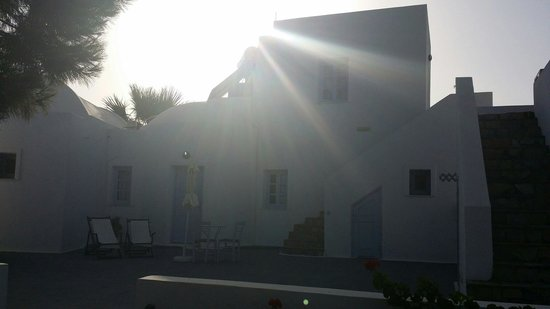 Pelagos Hotel-Oia: Building of our room